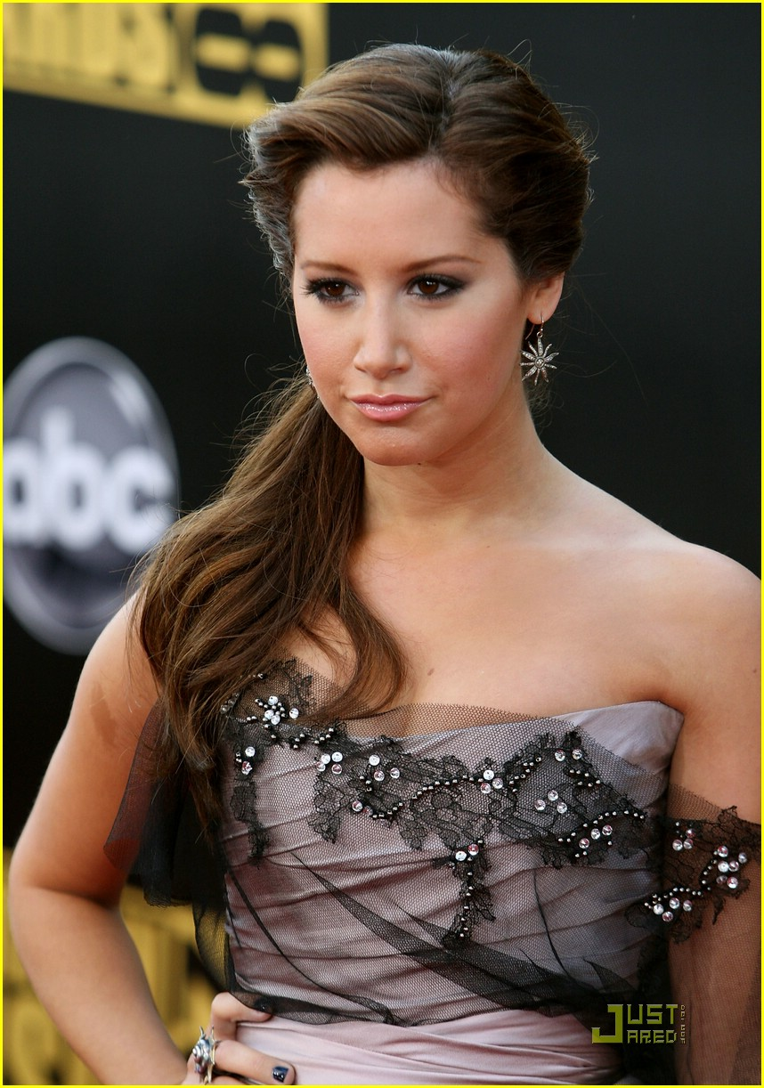 ashley tisdale ama awards 02