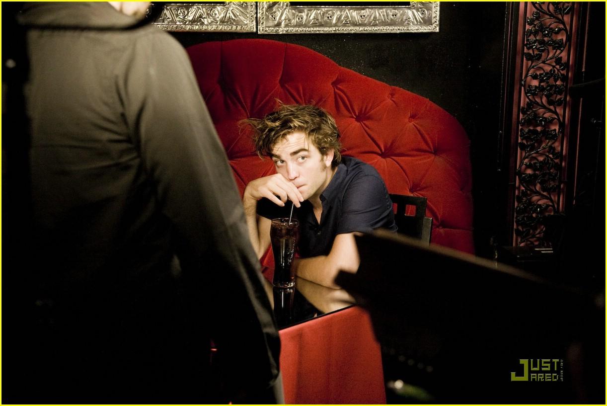 Robert Pattinson is a Velvet Vampire | Photo 11981 - Photo ...