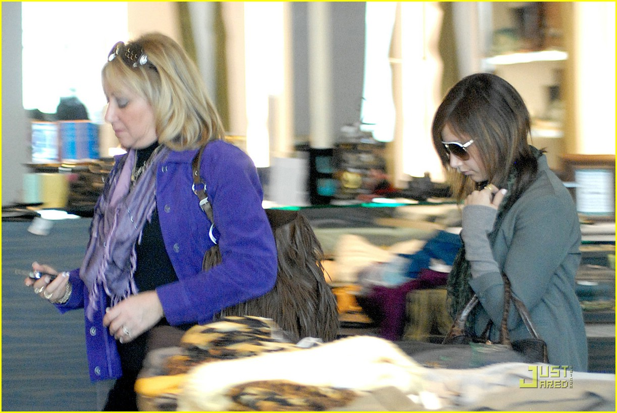 ashley tisdale planet blue shopping 02
