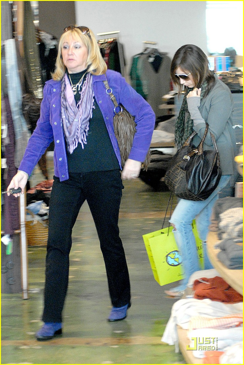 ashley tisdale planet blue shopping 04