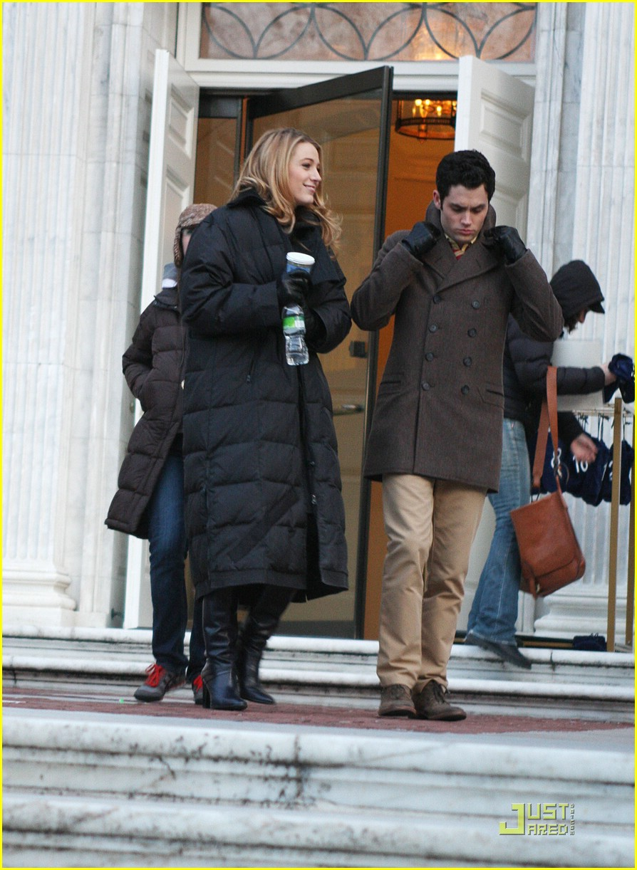 blake lively penn badgley gg set 19