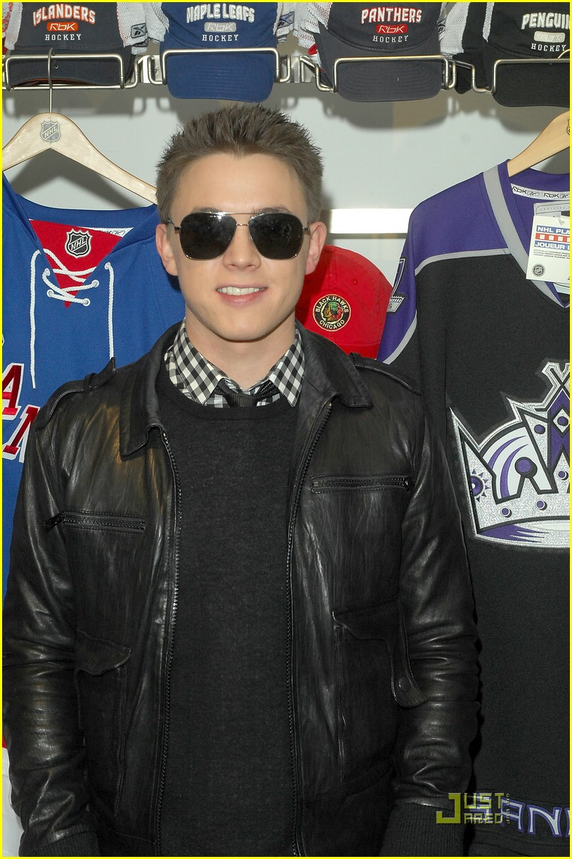 jesse mccartney hockey store 02