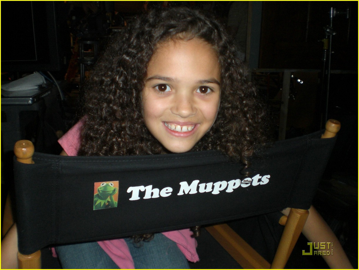 madison pettis behind muppets 02