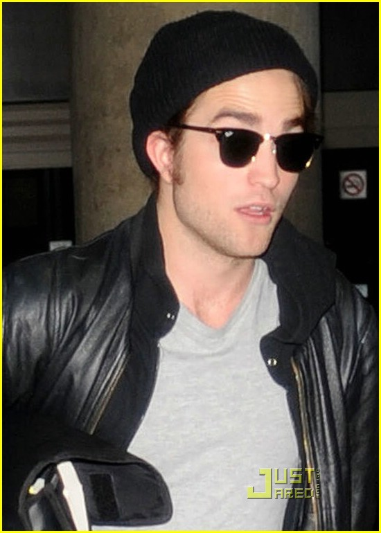 robert pattinson book lover lax 01