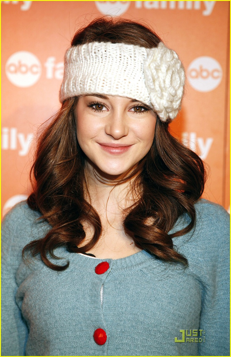 shailene woodley abc family christmas 06