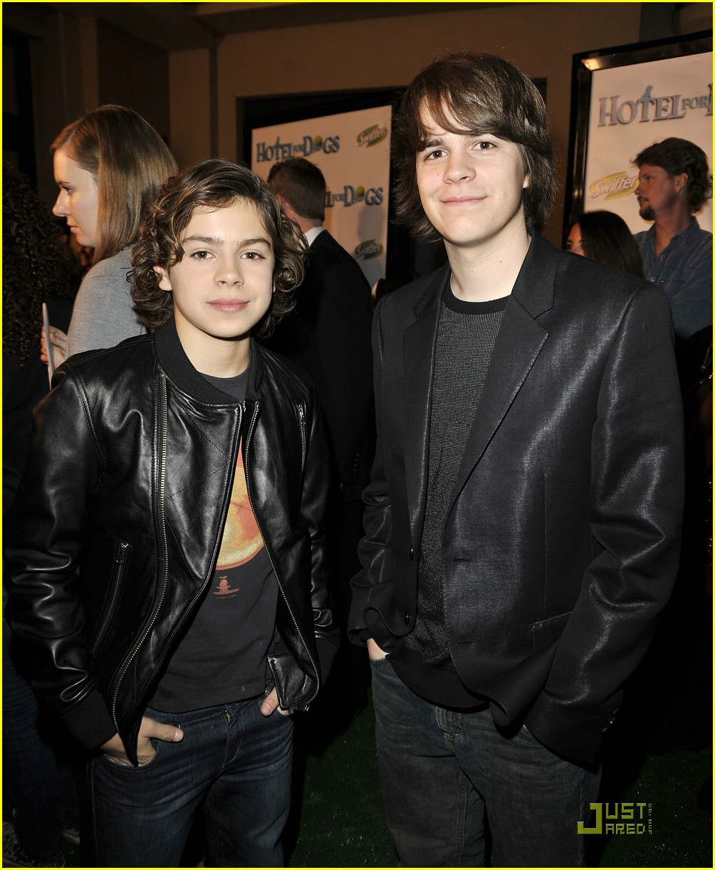 jake austin hotel dogs premiere 17
