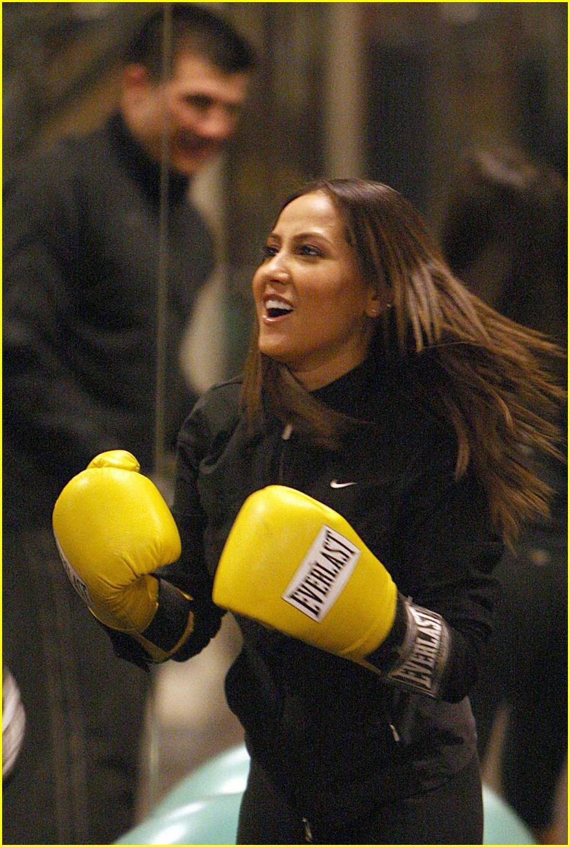 adrienne bailon everlast gloves 01