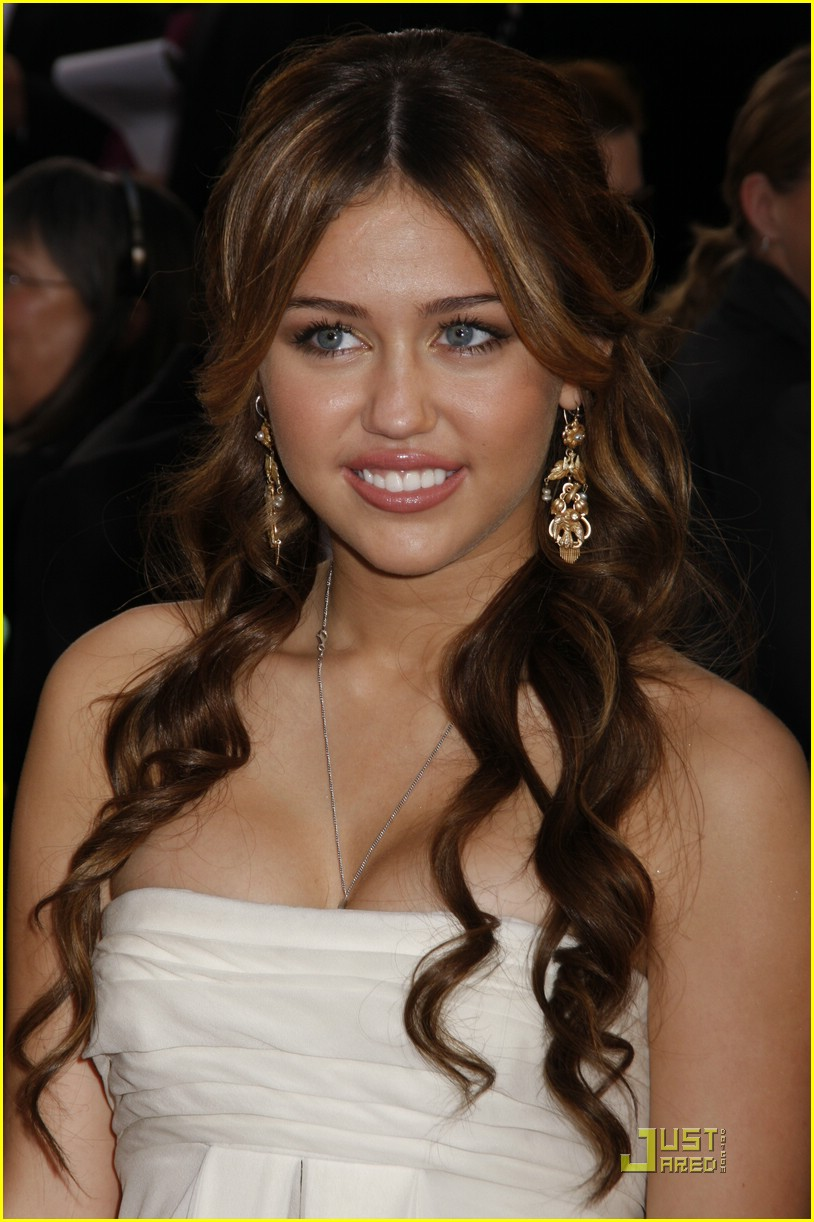 miley cyrus golden globe 32