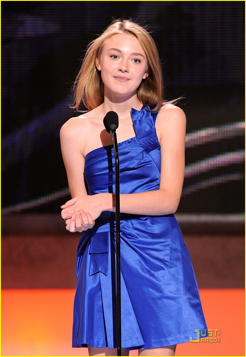 dakota fanning peoples choice awards 15