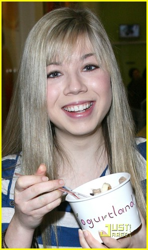jennette mccurdy yogurt land 01
