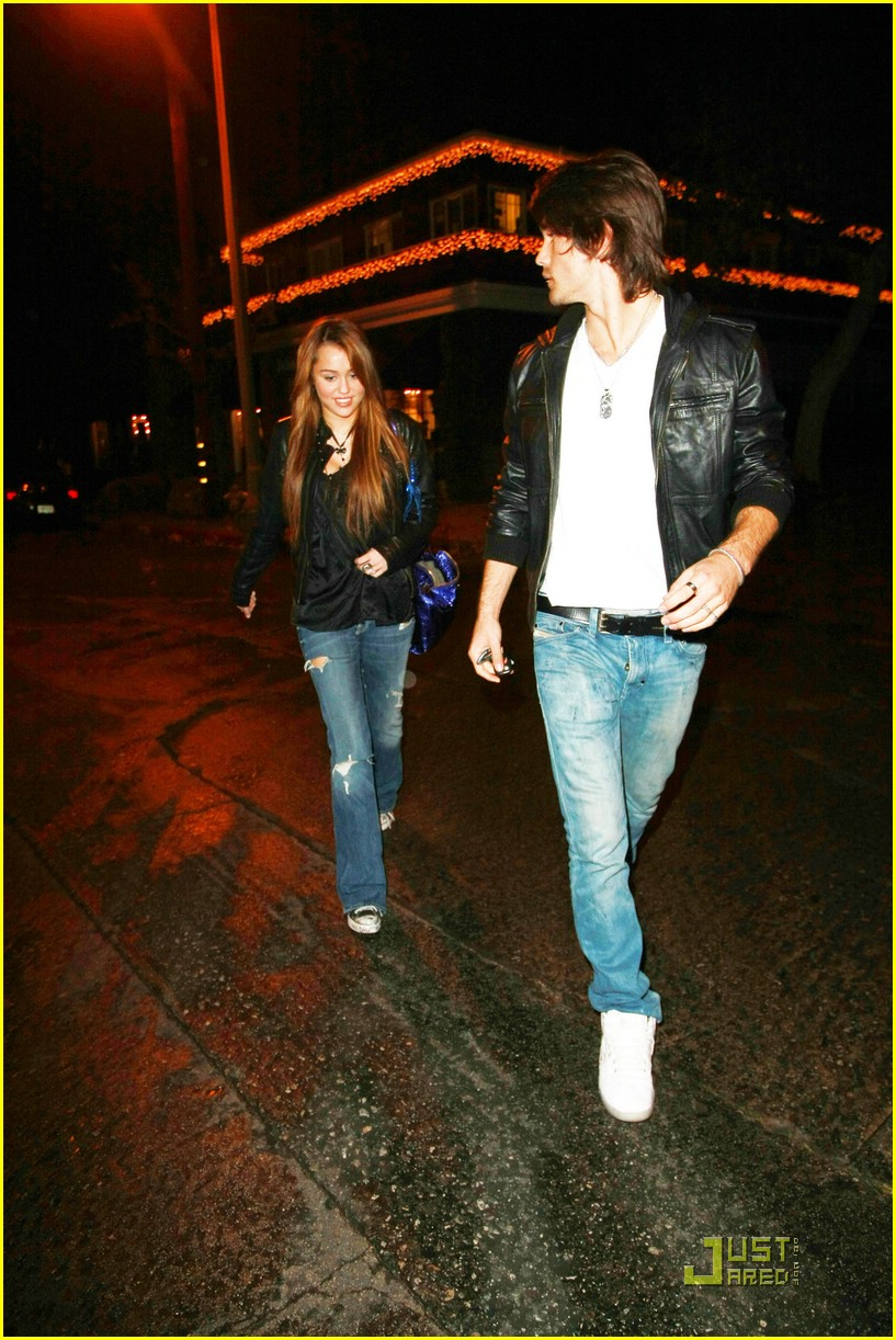 miley cyrus justin gaston koi couple 04