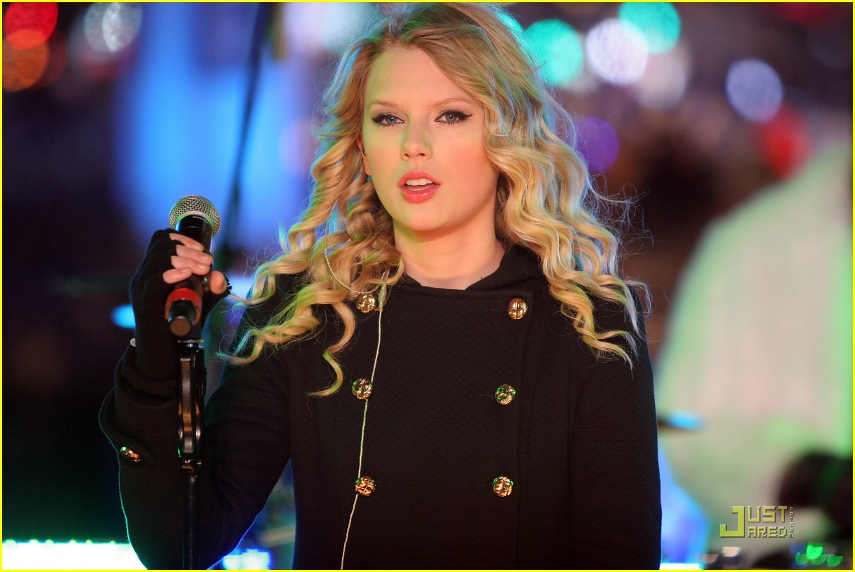 taylor swift new year eve 12