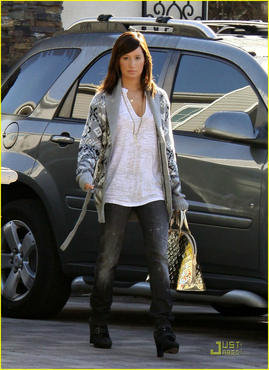 ashley tisdale la meeting 07