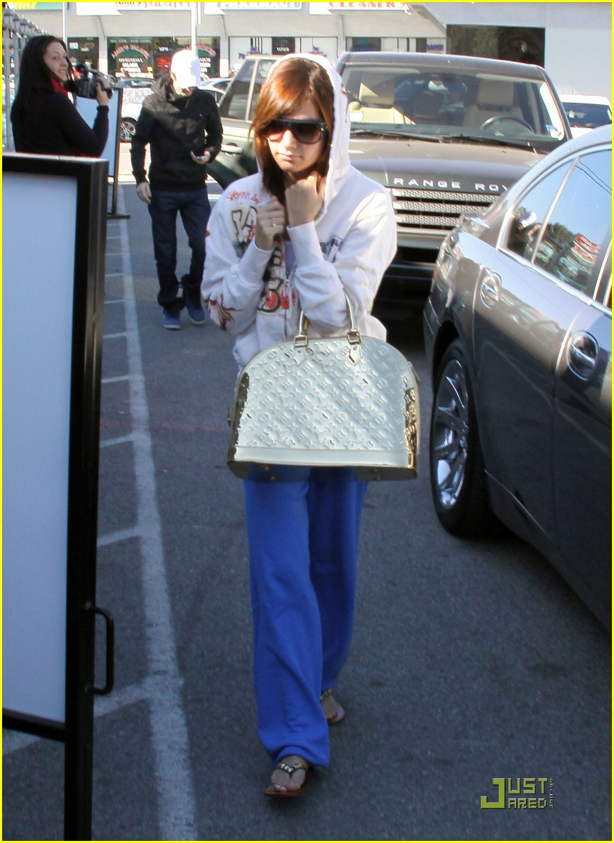 ashley tisdale jared studio cafe 13