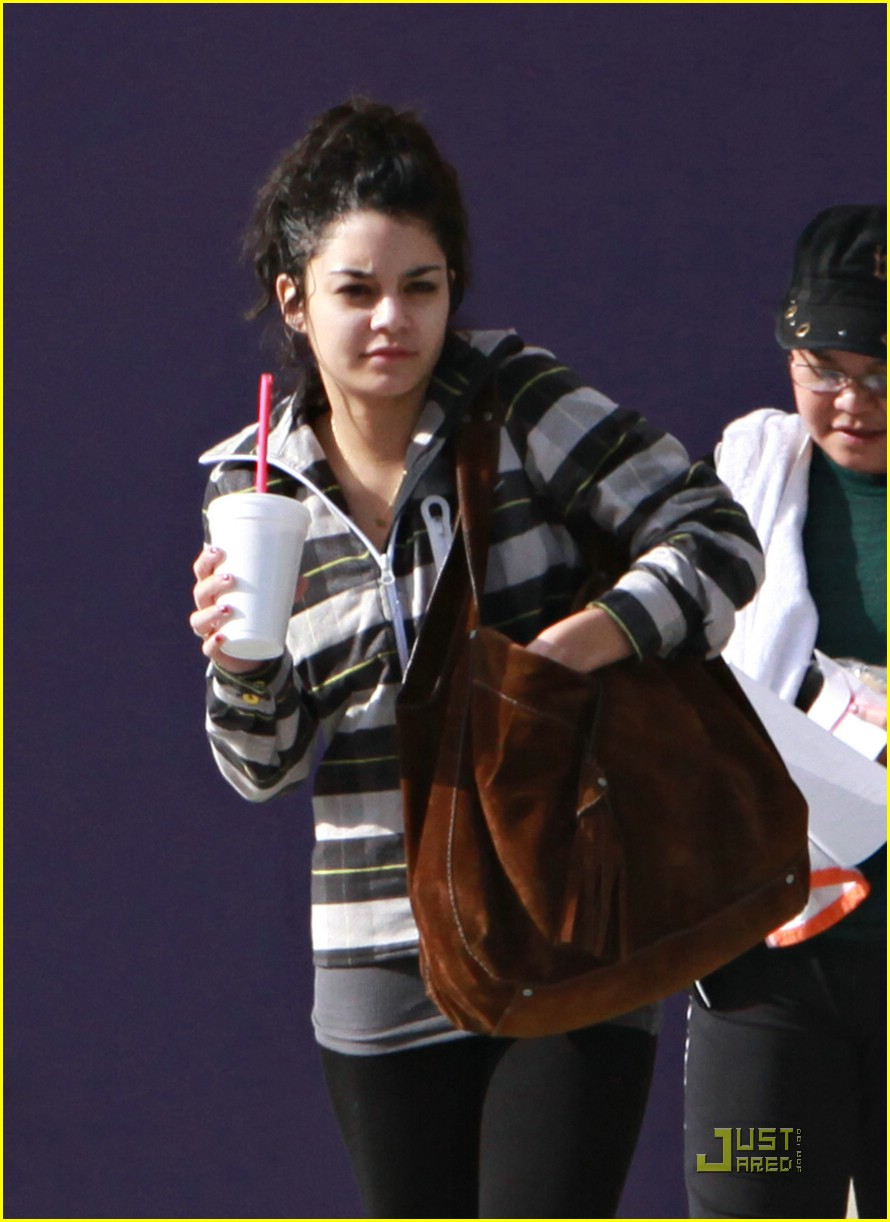 vanessa hudgens smoothie stop 01