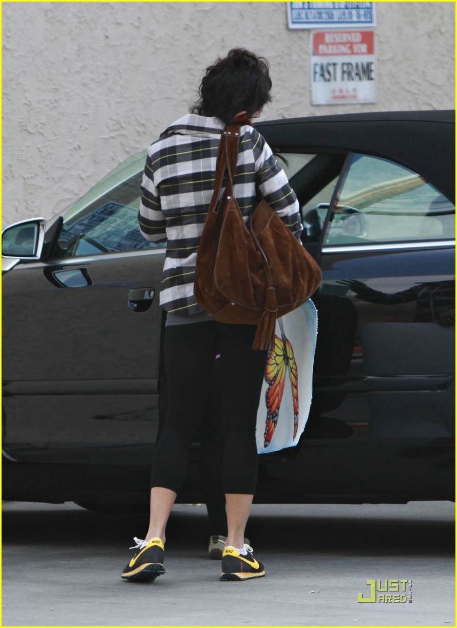 vanessa hudgens smoothie stop 16