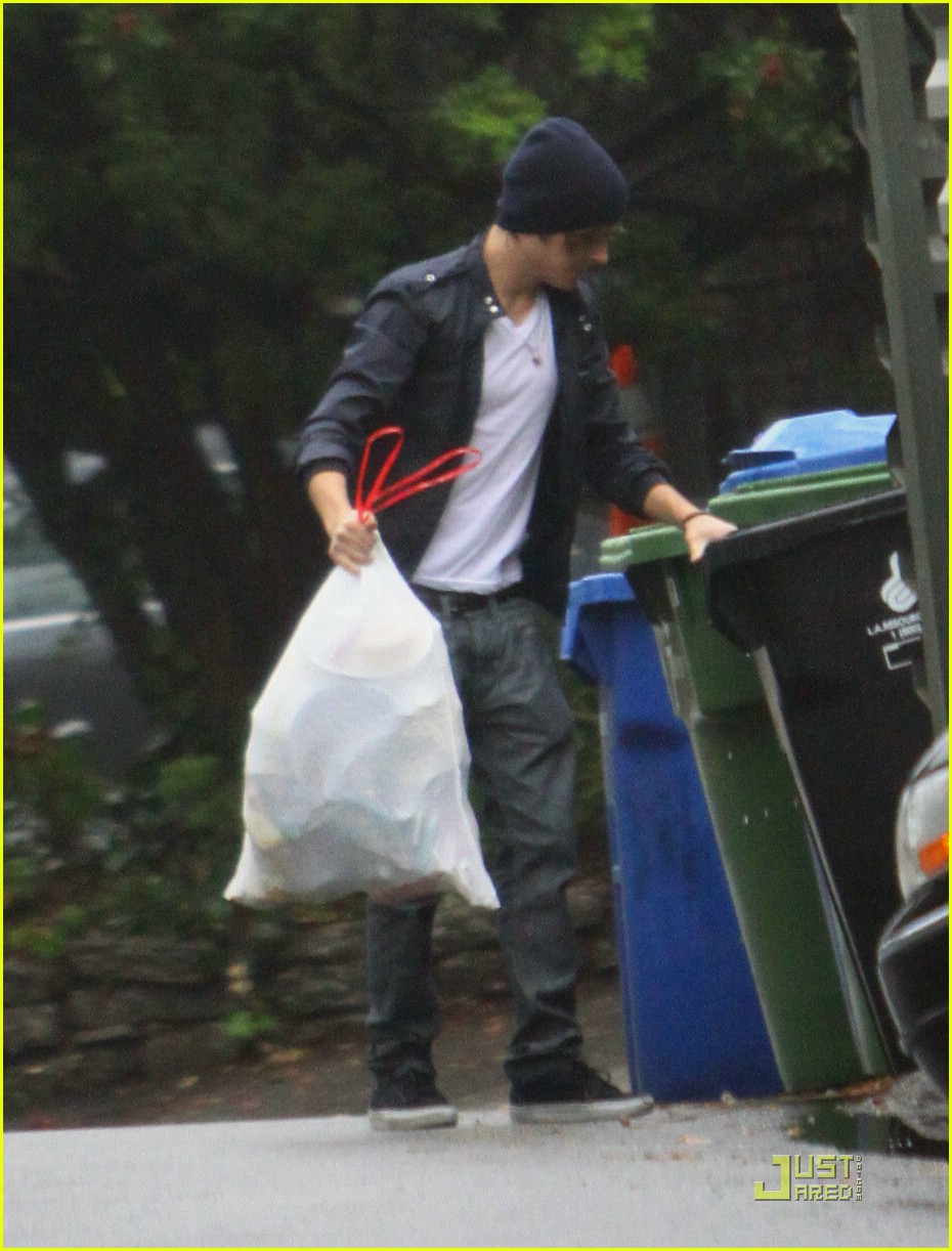 zac efron takes out the trash 05