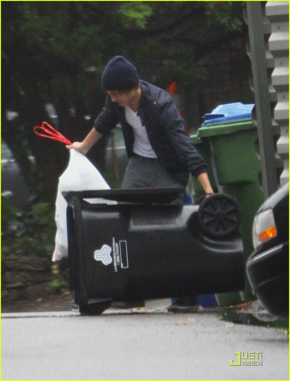 zac efron takes out the trash 10