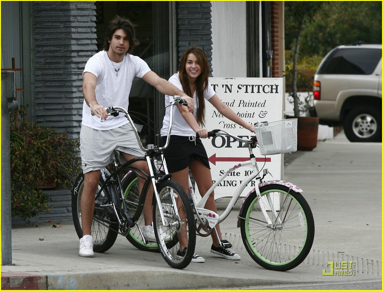 miley cyrus justin gaston bike ride 25