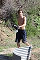 Efron-trails zac efron hollywood hills workout 07