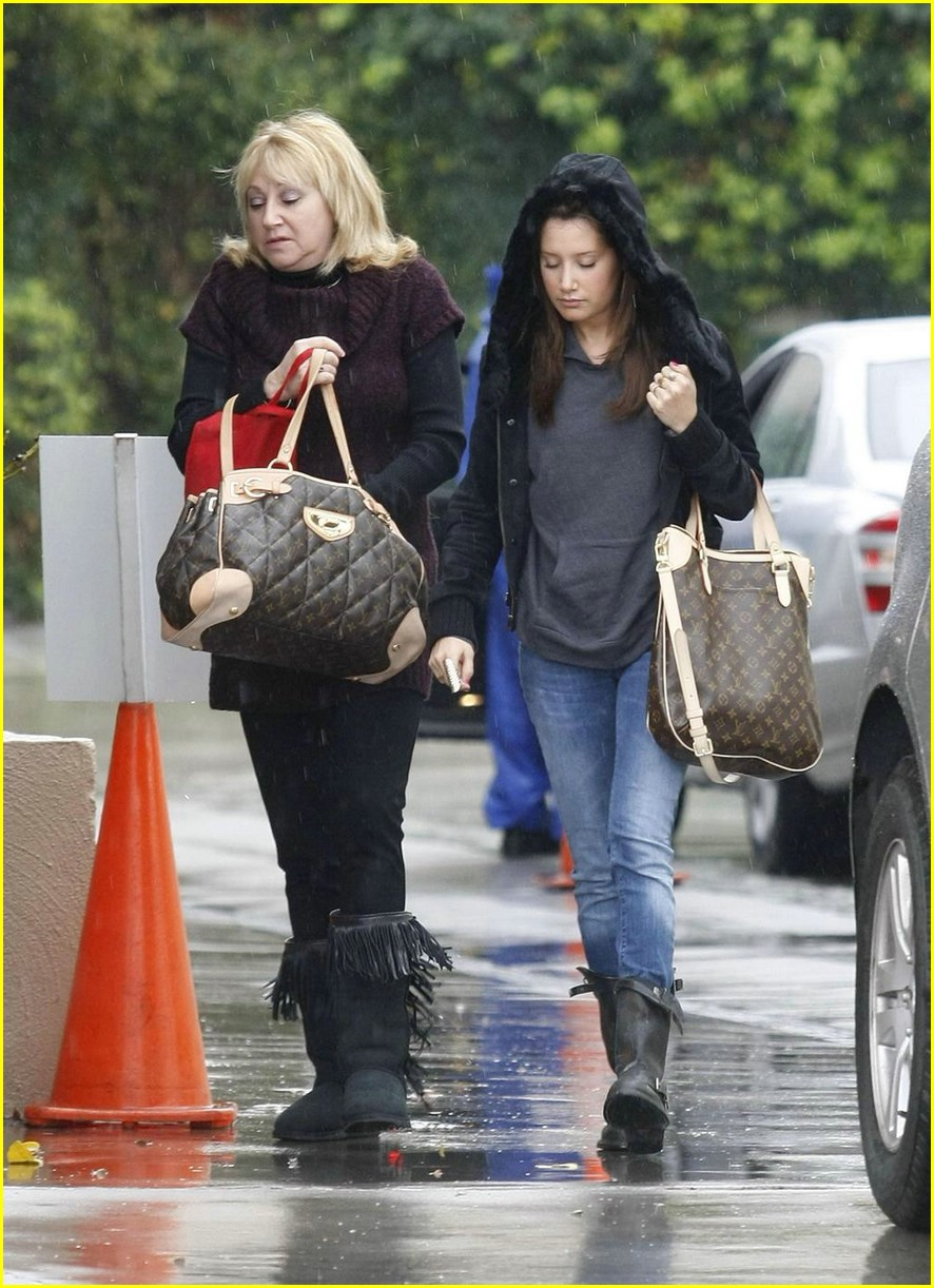 ashley tisdale rain in la 02