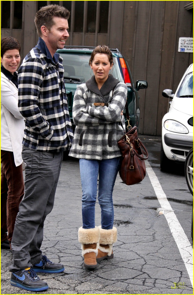 ashley tisdale mos diner 02