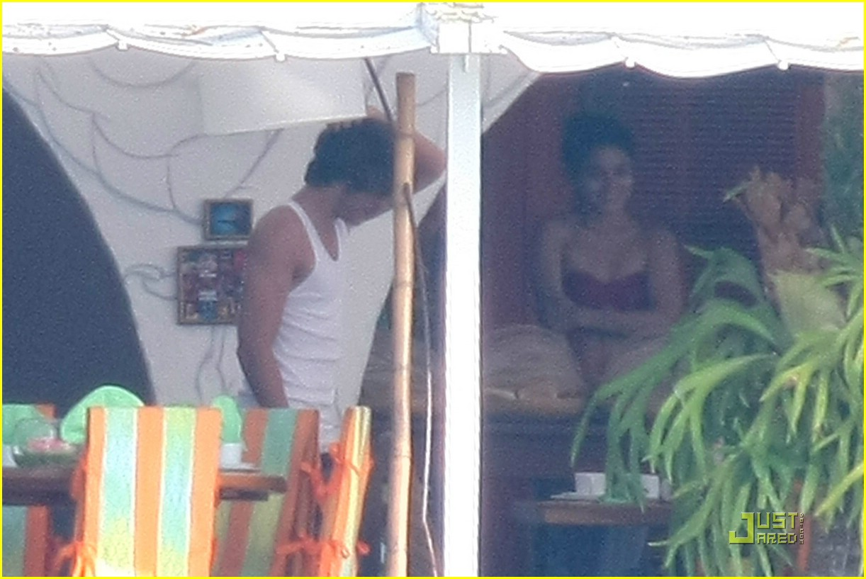 zac efron vanessa hudgens caras couple 01