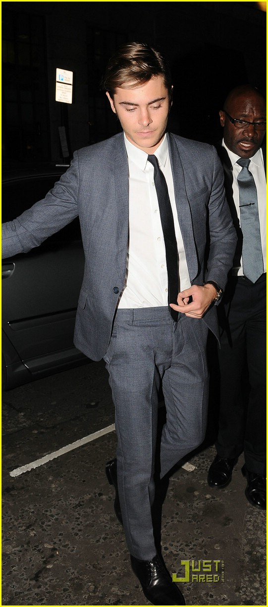 zac efron leaving london 04