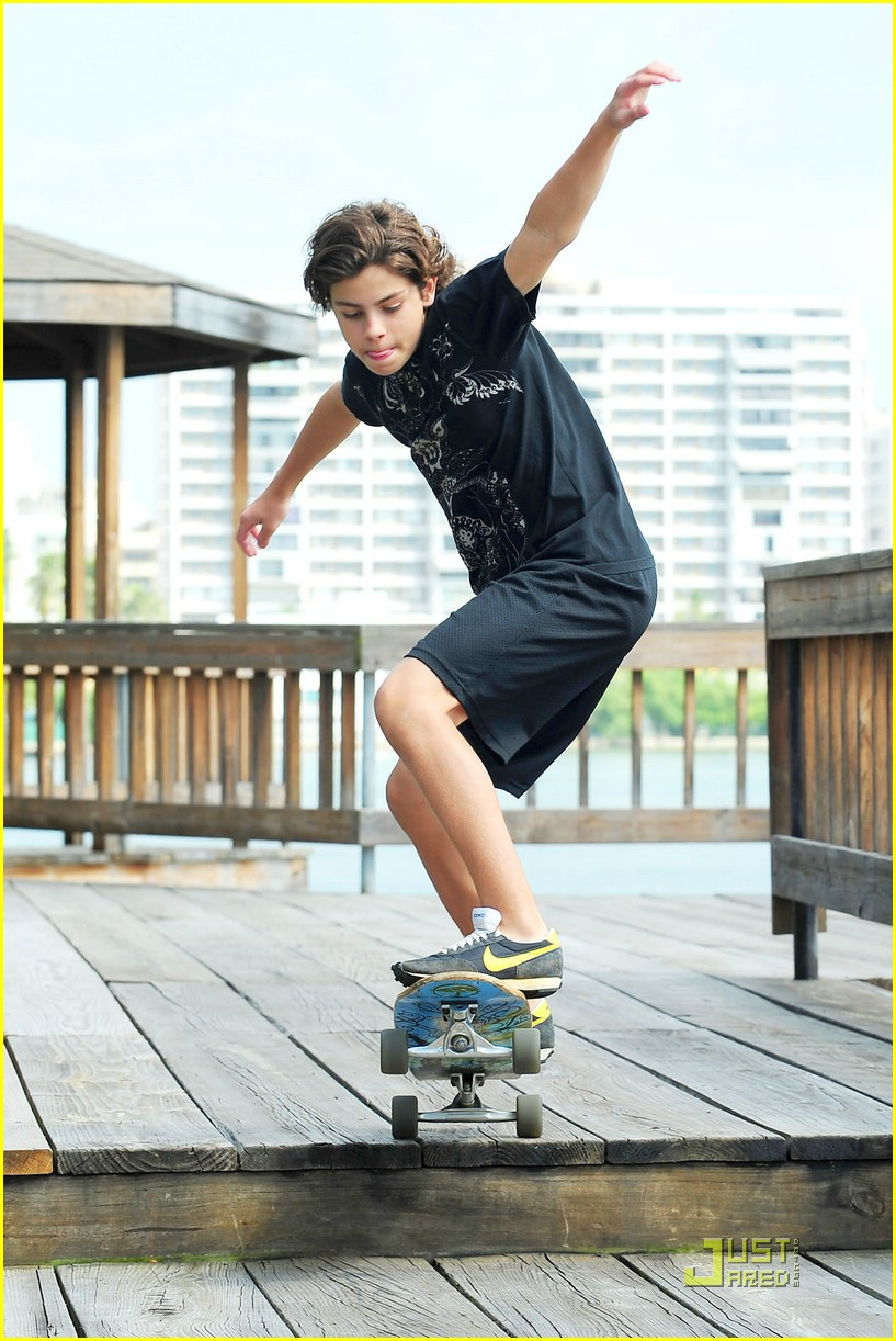 jake austin skateboarding boy 01