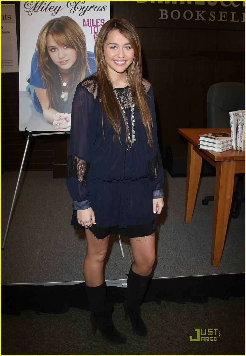 miley cyrus bn book signing 18