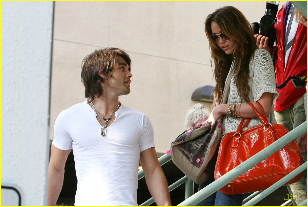miley cyrus justin gaston market city 06