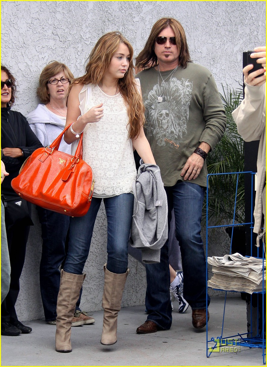 miley cyrus justin gaston studio cafe 17