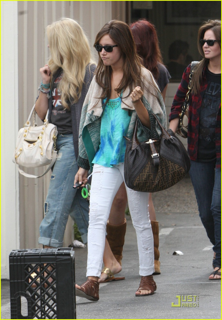 ashley tisdale samantha droke patys 14