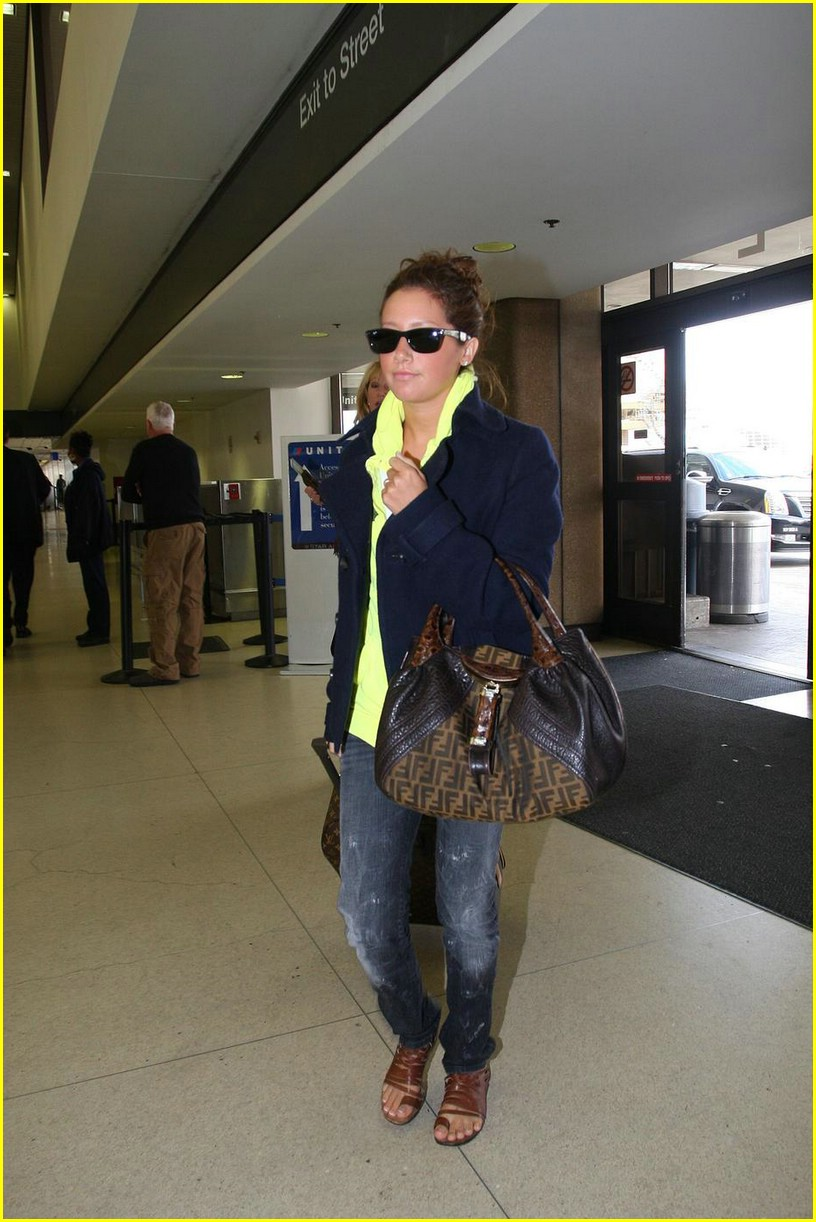 ashley tisdale lax airport 04