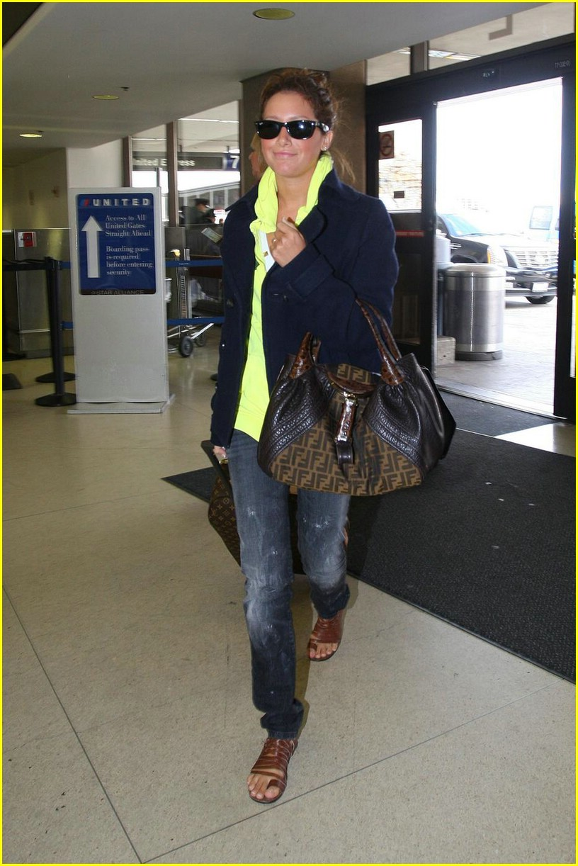 ashley tisdale lax airport 05
