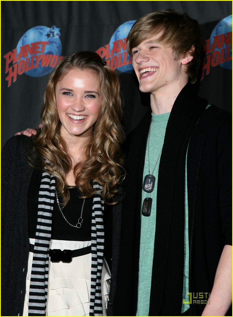 emily osment lucas till planet hollywood 23