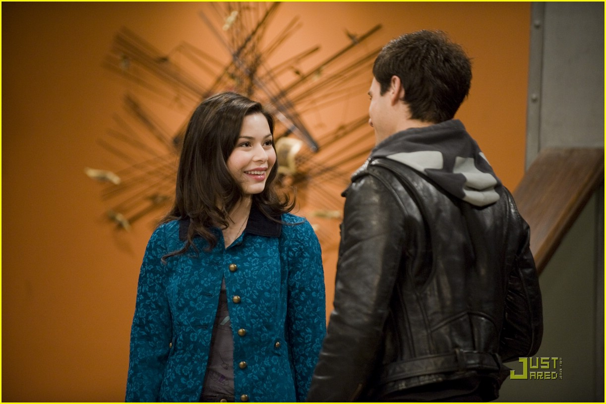 miranda cosgrove drew roy icarly 12