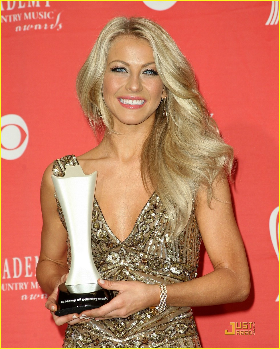 julianne hough acm winner 22