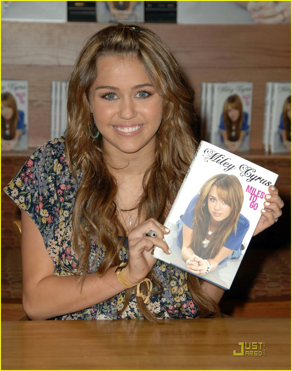 miley cyrus book signing nashville 09