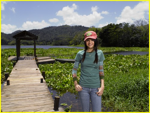 http://cdn04.cdn.justjaredjr.com/wp-content/uploads/pictures/2009/04/ppp-promos/princess-protection-program-promos-13.jpg