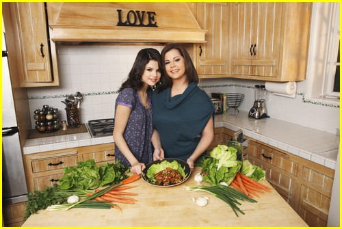 selena gomez mom happiness 07