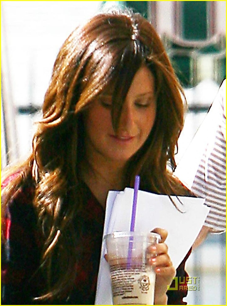 ashley tisdale givenchy girl 02