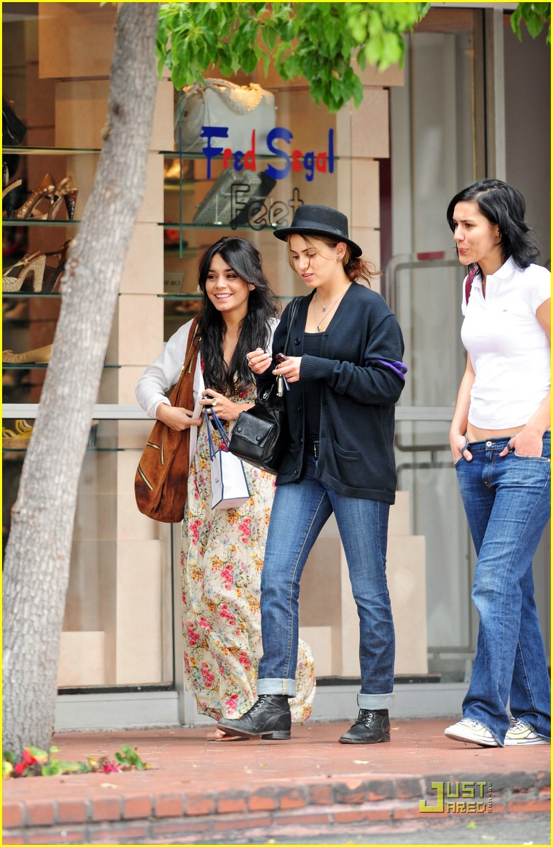 vanessa hudgens nikki reed 10