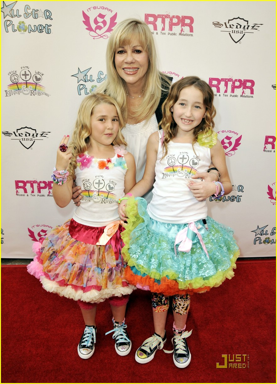 noah cyrus emily grace lollipops 05