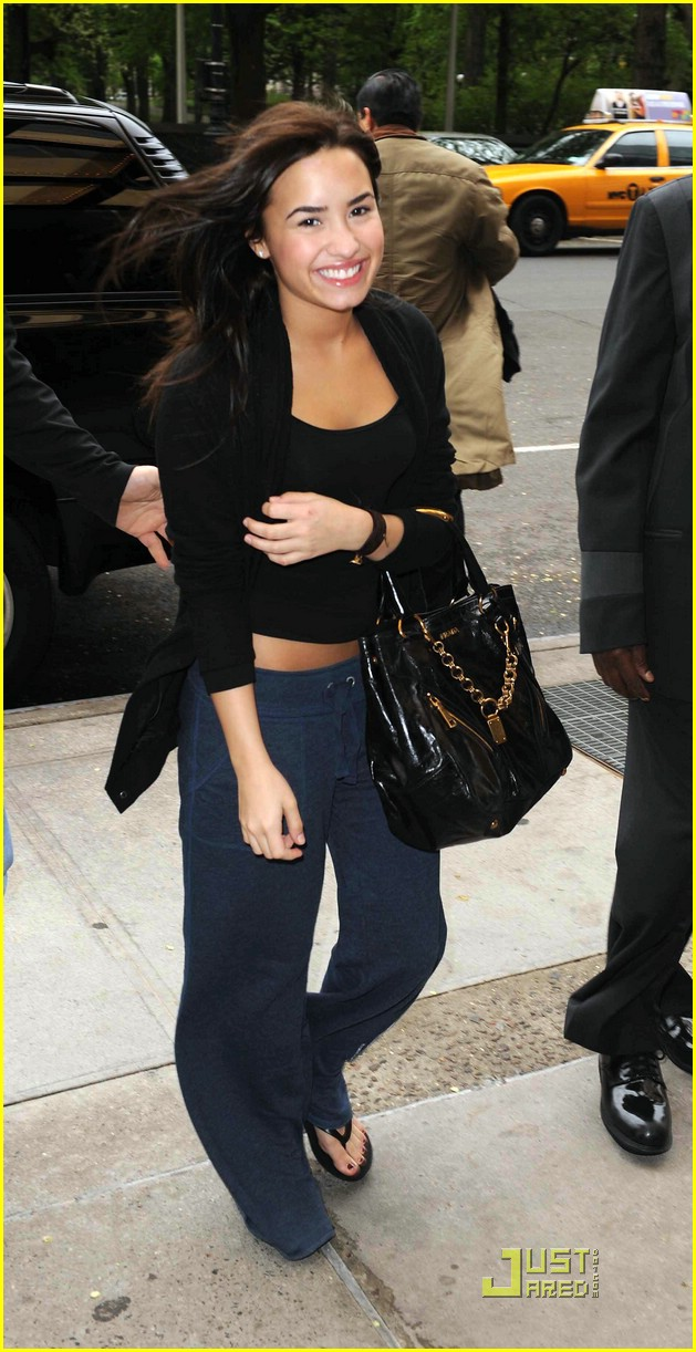 demi lovato sweatpants 08