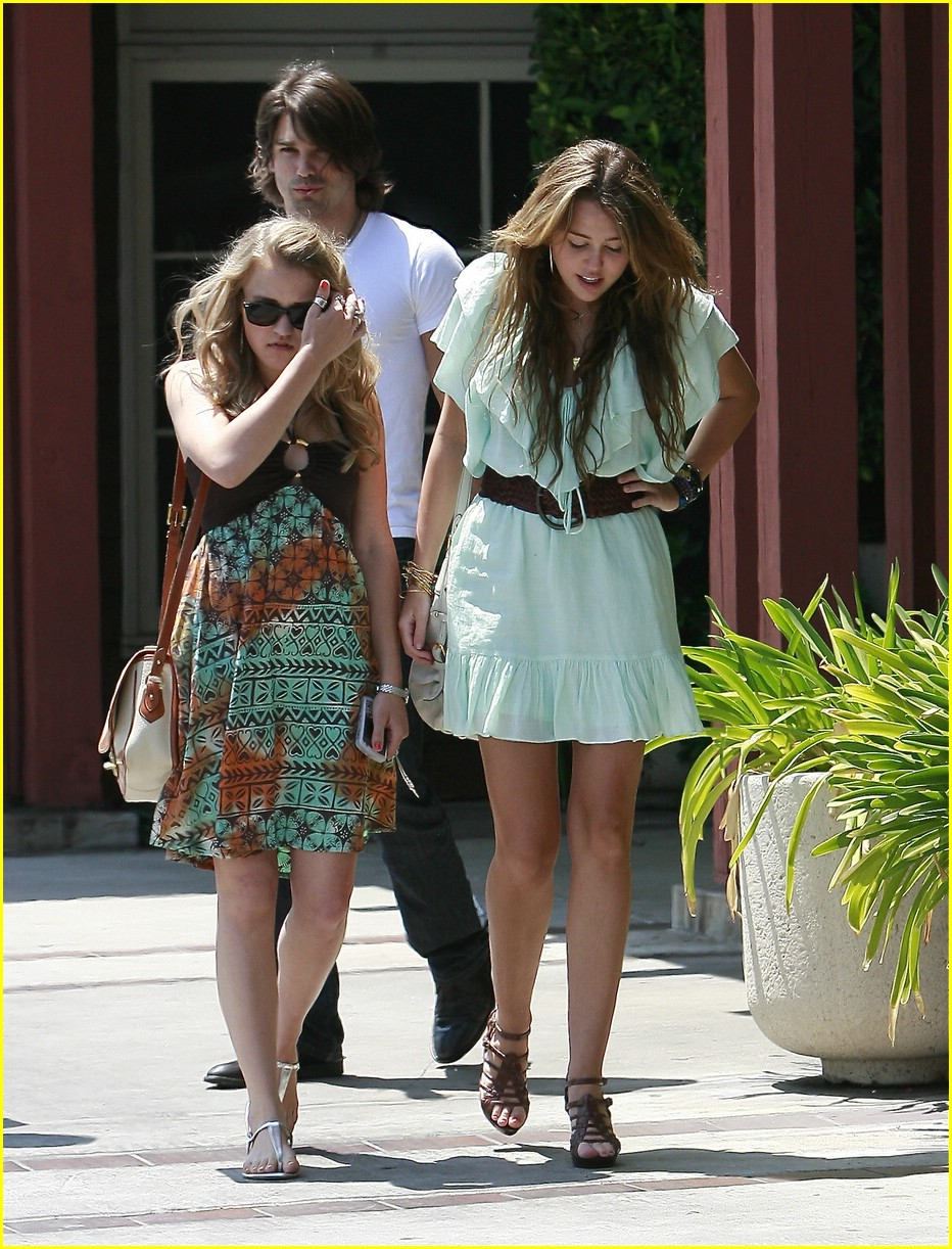 miley cyrus emily osment pasadena pair 03