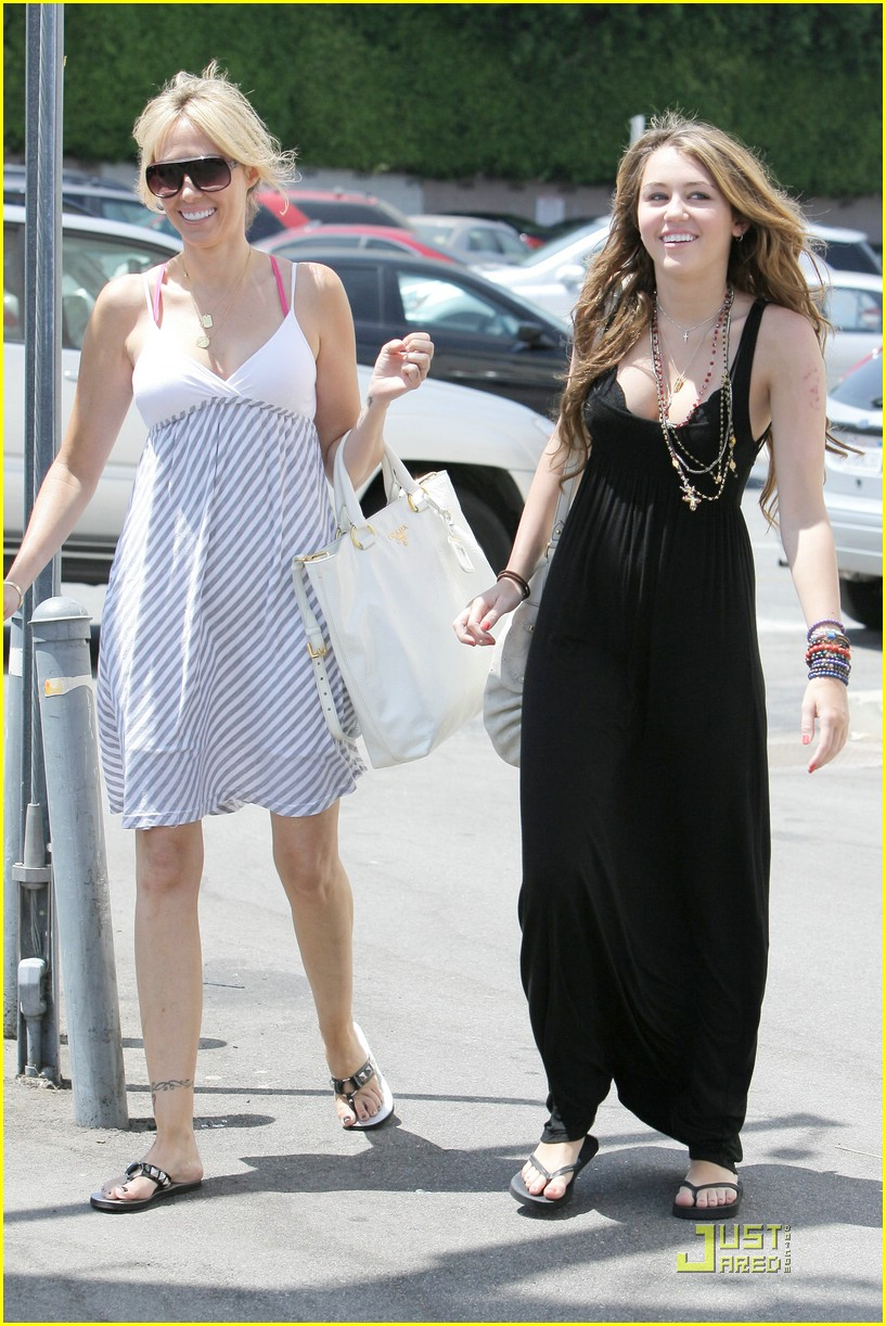 miley cyrus mommy me time 22