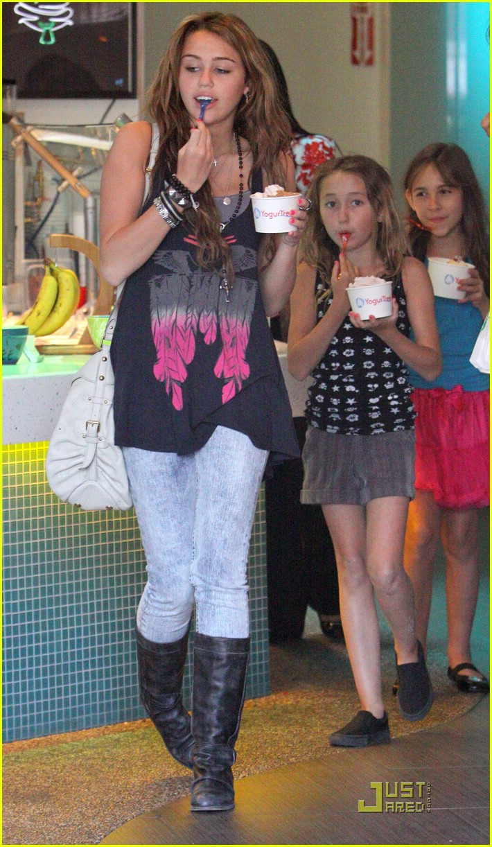 miley cyrus yogurtree yummy 01