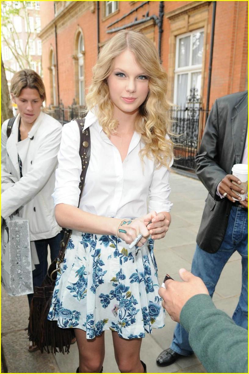 taylor swift floral skirt 06
