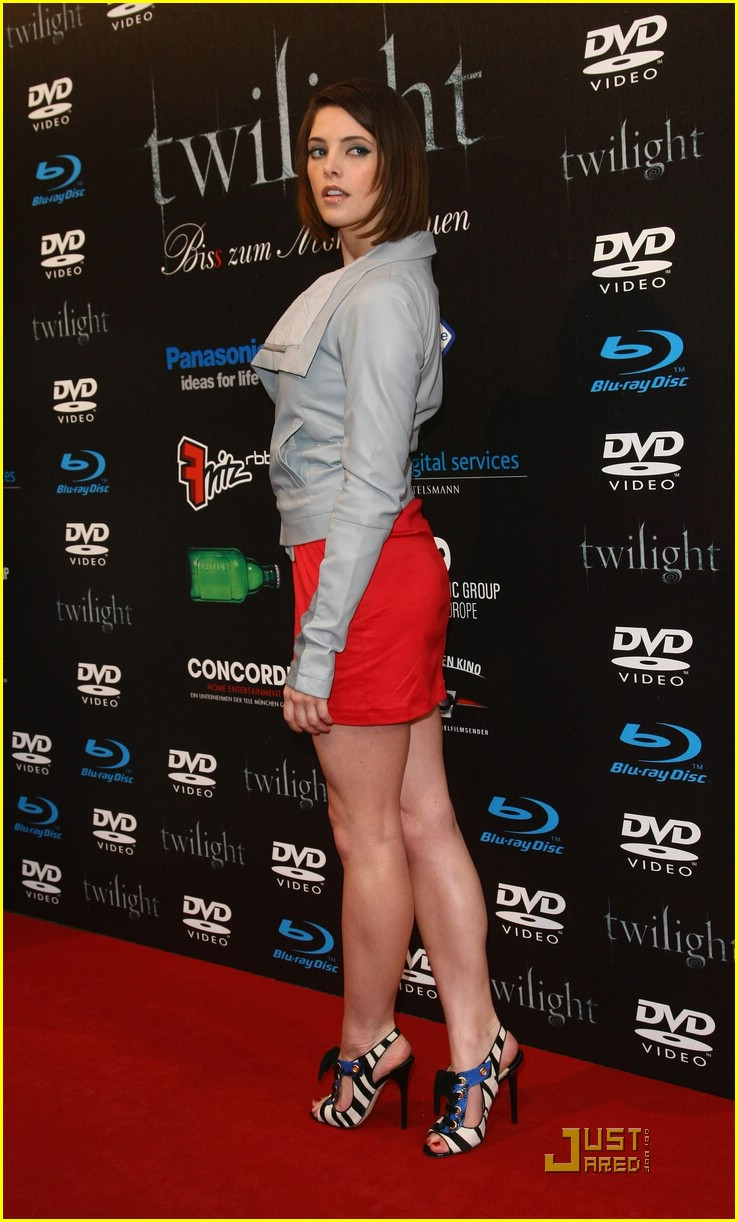 ashley greene twilight party 15